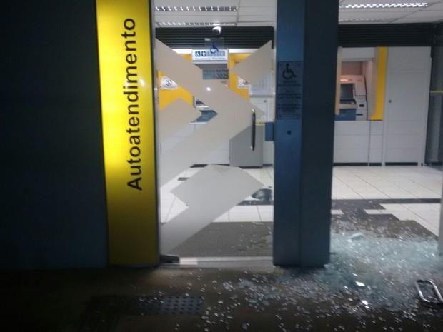 criminosos-explodem-agencia-do-banco-do-brasil-em-belem-de-maria